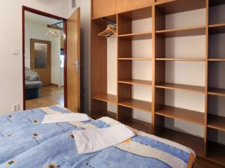 apartmán 4 - poličky