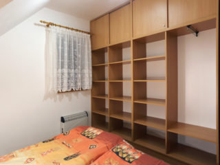apartmán 5 - police