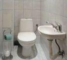 samostatné WC s umyvadlem