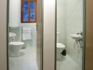 koupelna a oddělené WC